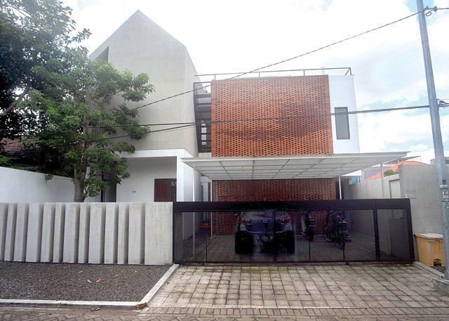 Natural-Industrial Rumah Kertomenanggal