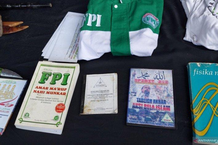 Atribut FPI dalam penangkapan terduga teroris HH