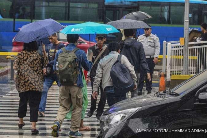 Cuaca hari ini di Jabodetabek masih berpotensi hujan, tetap bawa payung