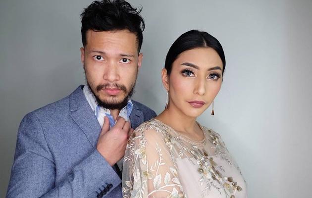 Tyas Mirasih dan suami. Sumber Foto: Wowkeren